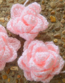 http://margaritapaz42.blogspot.com.es/2013/07/flor-de-crochet-paso-paso.html
