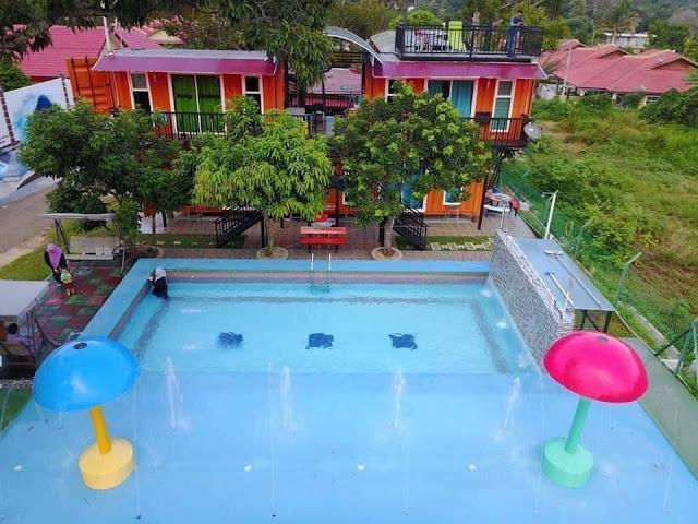 Homestay Kontena Melaka yang terkenal dengan keindahan swimming pool