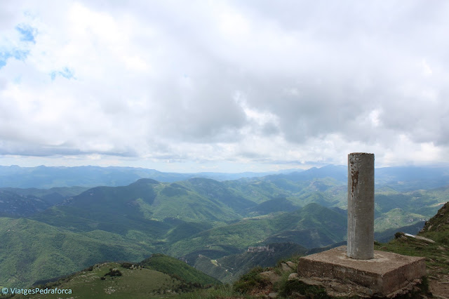 Puig de Comanegra, Alta Garrotxa, Montagut i Oix, natura, ruta senderista, Girona, Catalunya