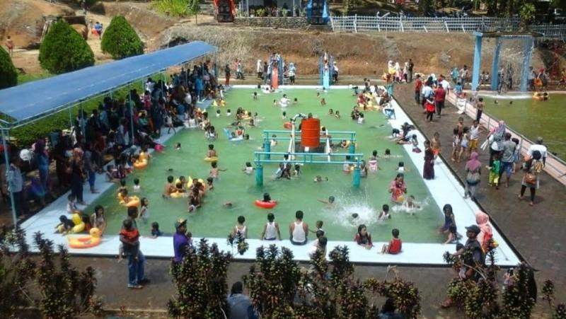 Water boom di Padang Tujuh, Sumbar