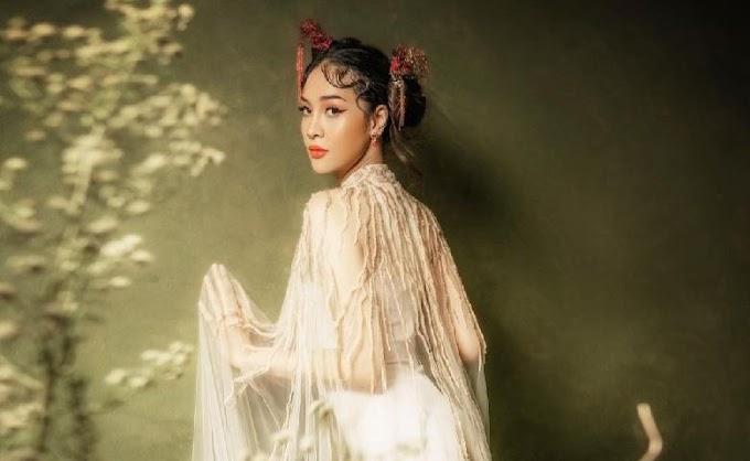 Anya Geraldine Mengunggah Foto Berpakaian Ala China, Netizen : Diliat Dosa Gak Diliat Sayang