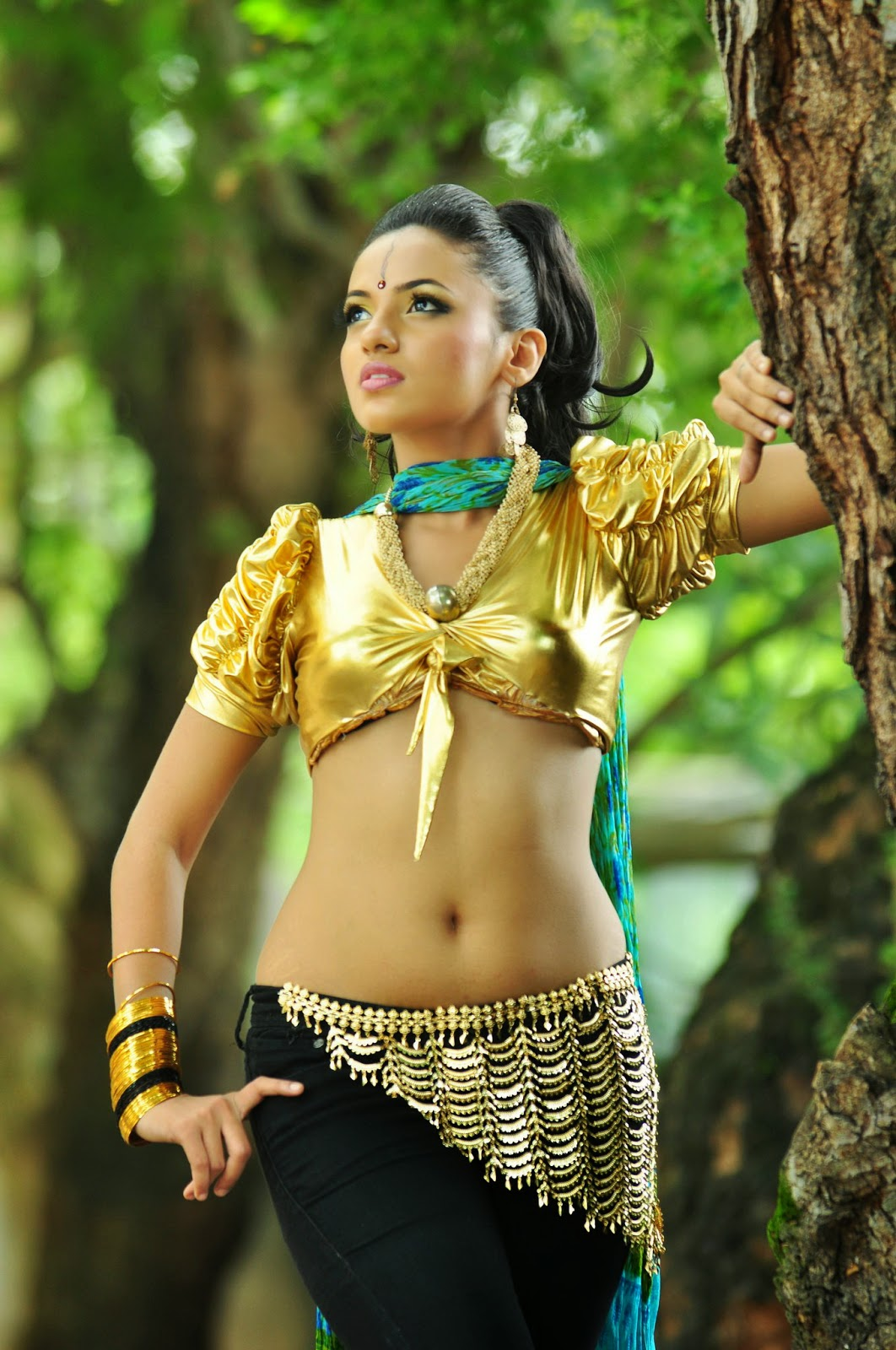 Lankan Hot Actress Model Tv Presenter Singer Pics Photos -8046