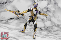 S.H. Figuarts Kamen Rider Thouser 40
