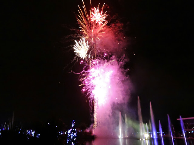 Fun Family Friendly Places to Go to for New Year's Eve   via  www.productreviewmom.com