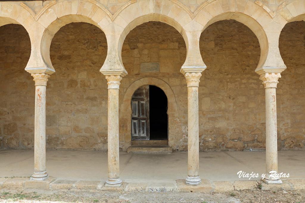 Pórtico del Monasterio de San Miguel de Escalada, León