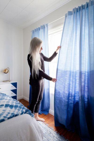 Como decorar quarto de casal com ideias de cores, cabeceira, criados-mudo, papel de parede, paredes decoradas, boiseries, espelhos, cortinas, disposição de quadros, roupas de cama