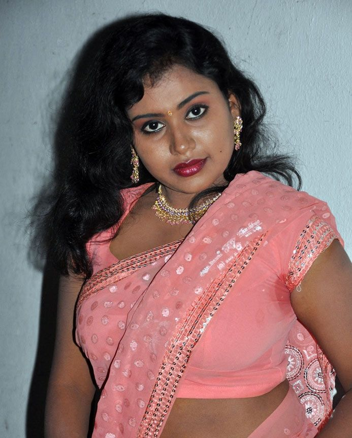 Latest Movies Gallery: ACTRESS SARI REMOVING HOT STILLS PHOTOS