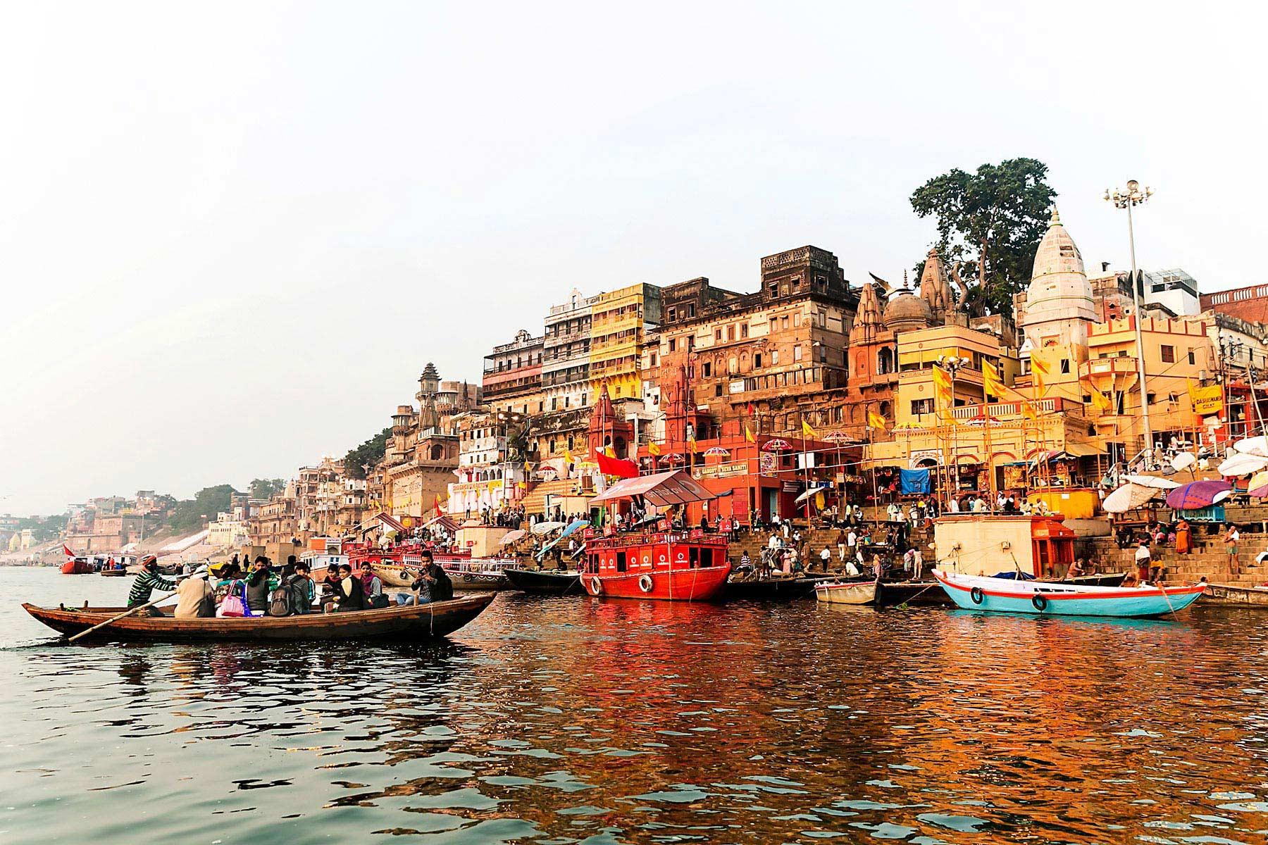 Город Варанаси, Индия прогулка в лодке
