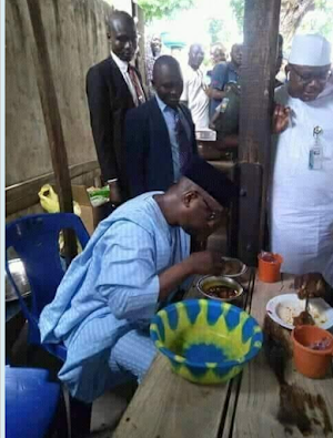 2019 elections and deceptions: Governor of Niger State spotted eating at a local restaurant.