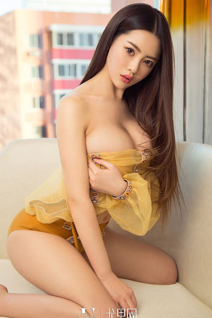 Hot and sexy booty photos of beautiful busty asian hottie chick Chinese big boobs model Xia Tong Tong photo highlights on Pinays Finest Sexy Nude Photo Collection site.
