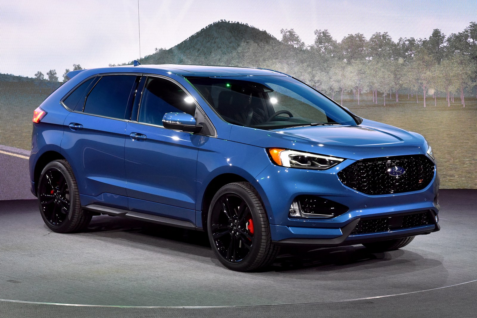 2019 Ford Edge St Brings A Class Leading Twin Turbo V6 To