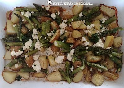 Szybki i lekki obiad na upały, czyli szparagi z ziemniakami i fetą