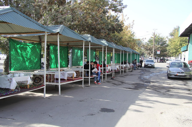 Kirghizistan, Och, café Bayana, tapchane, tapshan, © L. Gigout, 2012