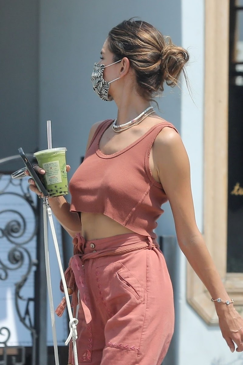 Alessandra Ambrosio Out for Fresh Juice in West Hollywood 19 Aug -2020