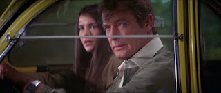 Roger Moore als James Bond in For Your Eyes Only mit Carole Bouquet