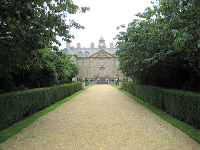 The walk up to the rear of Belton House © regencyhistory.net