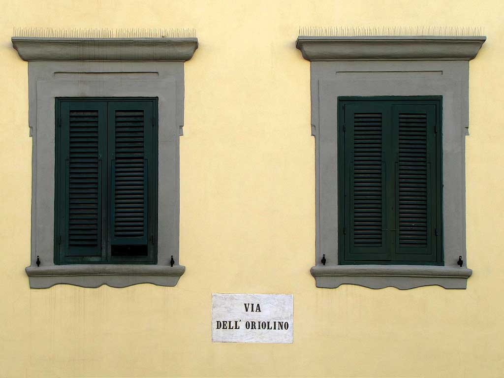 Via dell'Oriolino (Small Clock Street) plaque, Livorno