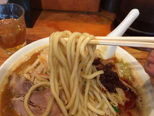 辛辛濃菜麺 麺拡大