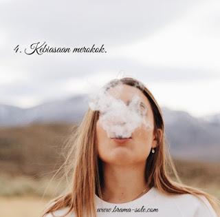 Kebiasaan merokok.