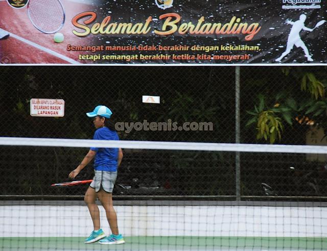 Kejurnas Tenis Yunior Piala Bupati Tulungagung: Indra Radhita Melaju ke Perempat Final