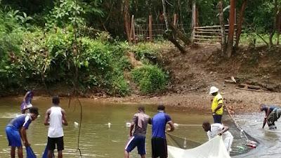 CODECHOCO atendió queja de la comunidad de Opogodó frente a la posible presencia de sustancias químicas en los cuerpos de agua