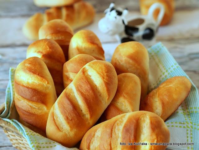 bulki, pieczywo, piekarnia, jak z piekarni, sniadanie, buleczka, bulka pszenna, formowanie buleczek, world bread day, dzien chleba