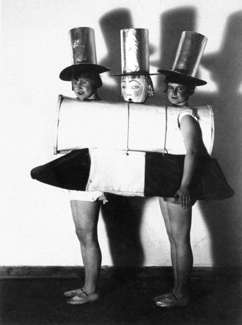 The Triadic Ballet Weirdly Wonderful Costumes By Oskar