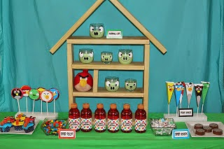 Find great tutorials, ideas, decorations, and desserts at this Angry Birds birthday party.  You'll love having all your ideas in easy step by step directions to help you throw an amazing birthday your kids will love.