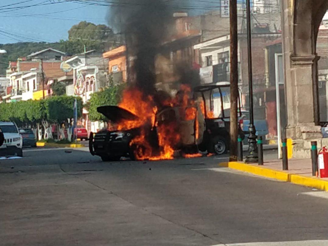 Narcos en Guanajuato mandan a manifestantes contra policías y queman patrullas