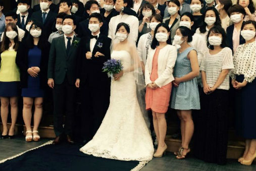 A Wedding Photo in South Korea scares Netizens online