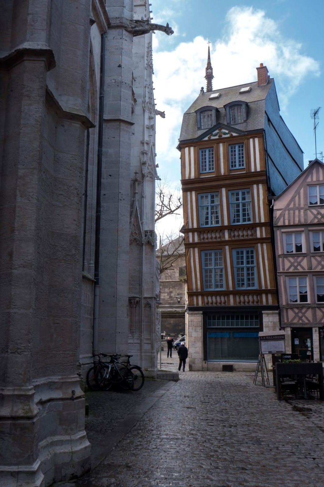 Store Banne Qui Penche A Backpacker S Life Day Trip To Rouen
