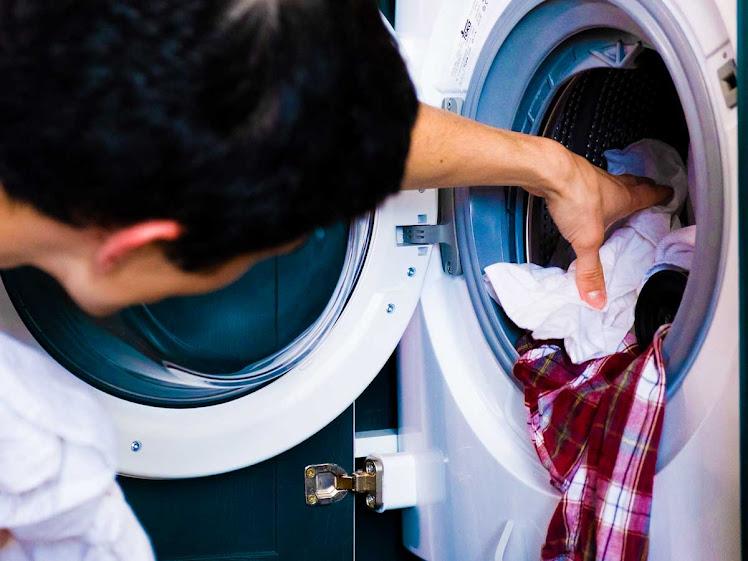 Como separar corretamente as roupas para lavar?