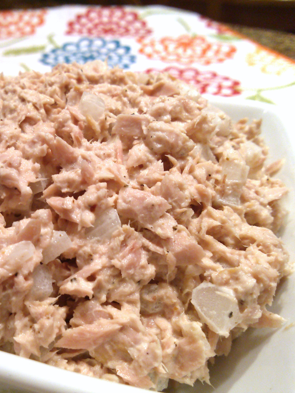 Classic Tuna Salad! A classic, old-school tuna salad recipe with just the right about of mayo just like your favorite deli makes.