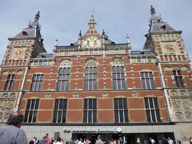 Amsterdam Centraal, la Estación Central de Trenes de Ámsterdam (@mibaulviajero)