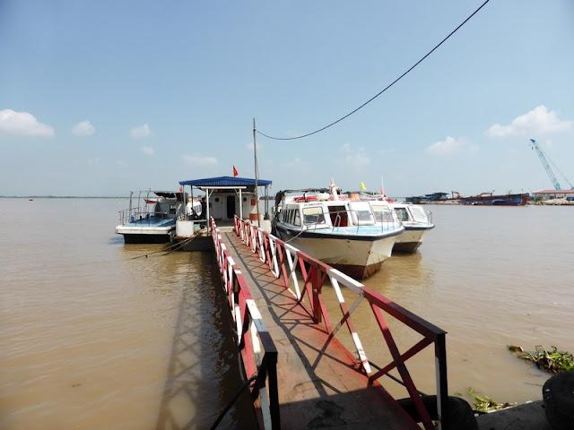 embarcadero de Dinh Vu para cruzar a Cat Ba