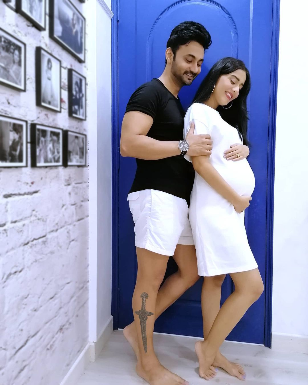 Actors Gossips: Amrita Rao shares FIRST photo flaunting her baby bump; poses with hubby RJ Anmol