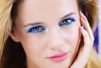 liner bleu électriqure Make-up Été 2016