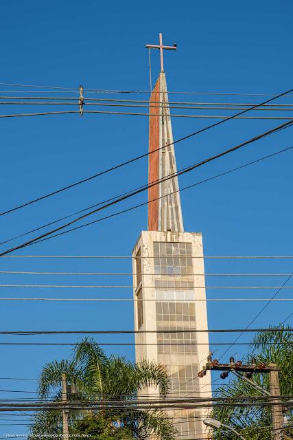 Igreja Nossa Senhora Medianeira de Todas as Graças, em Curitiba - detalhe do campanário