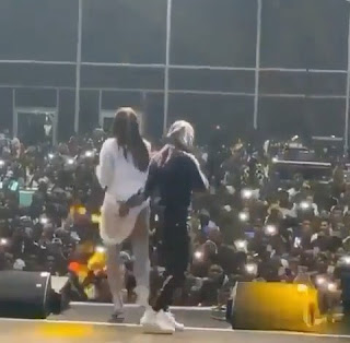 Wizkid grabs Tiwa Savage butt on stage. Wizkid and Tiwa savage