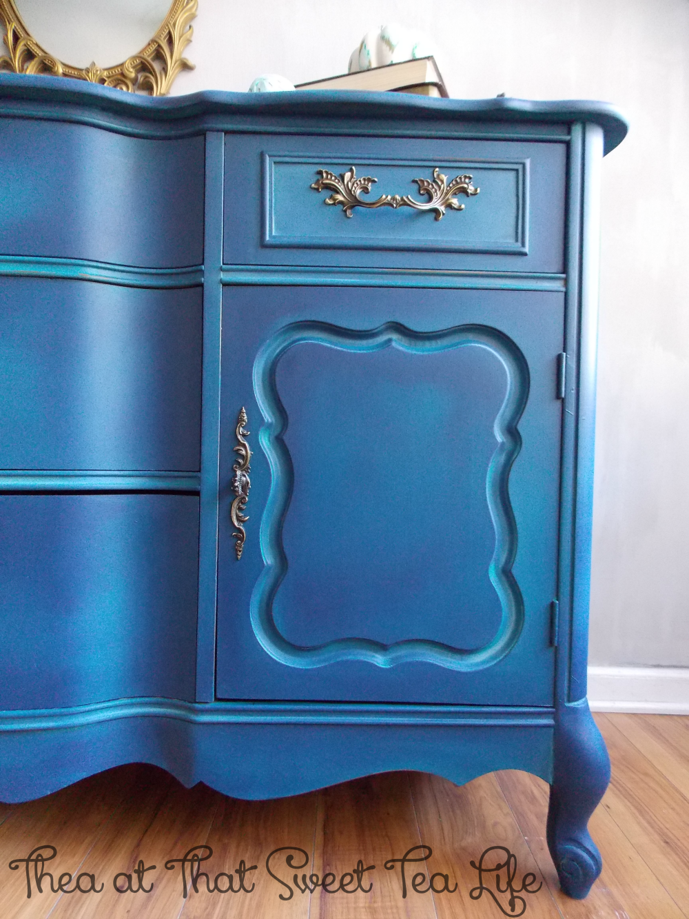 Blue Painted Furniture: Your Blended Paint Inspiration by That Sweet Tea Life | Close Right Offset | Shaded Furniture| How to create a blended Paint Furniture Finish | Blended Painted Furniture Ideas | Furniture Painting Tips | How to paint Furniture | Blending Blue Furniture Makeover | Layered Paint | Blended Painting | Dresser Makeover | Furniture DIY | #paintblending | #blendedpaintfinish | #blendedfurniturepaint