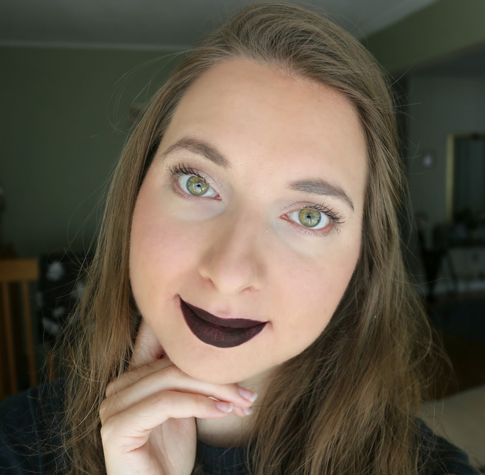 MAKE UP FOR EVER Artist Liquid Matte Lipstick 505 blackcurrant look