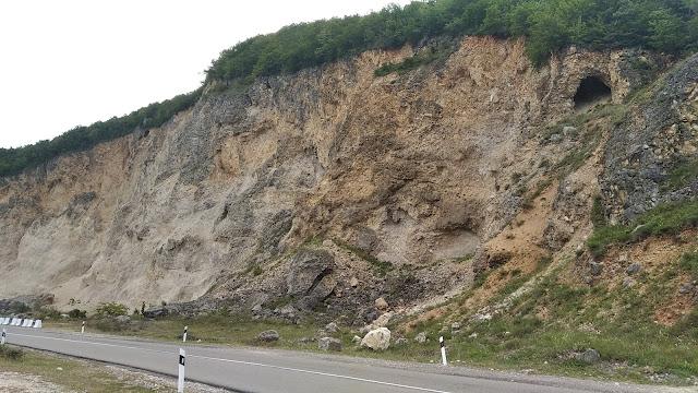 пещера в скале