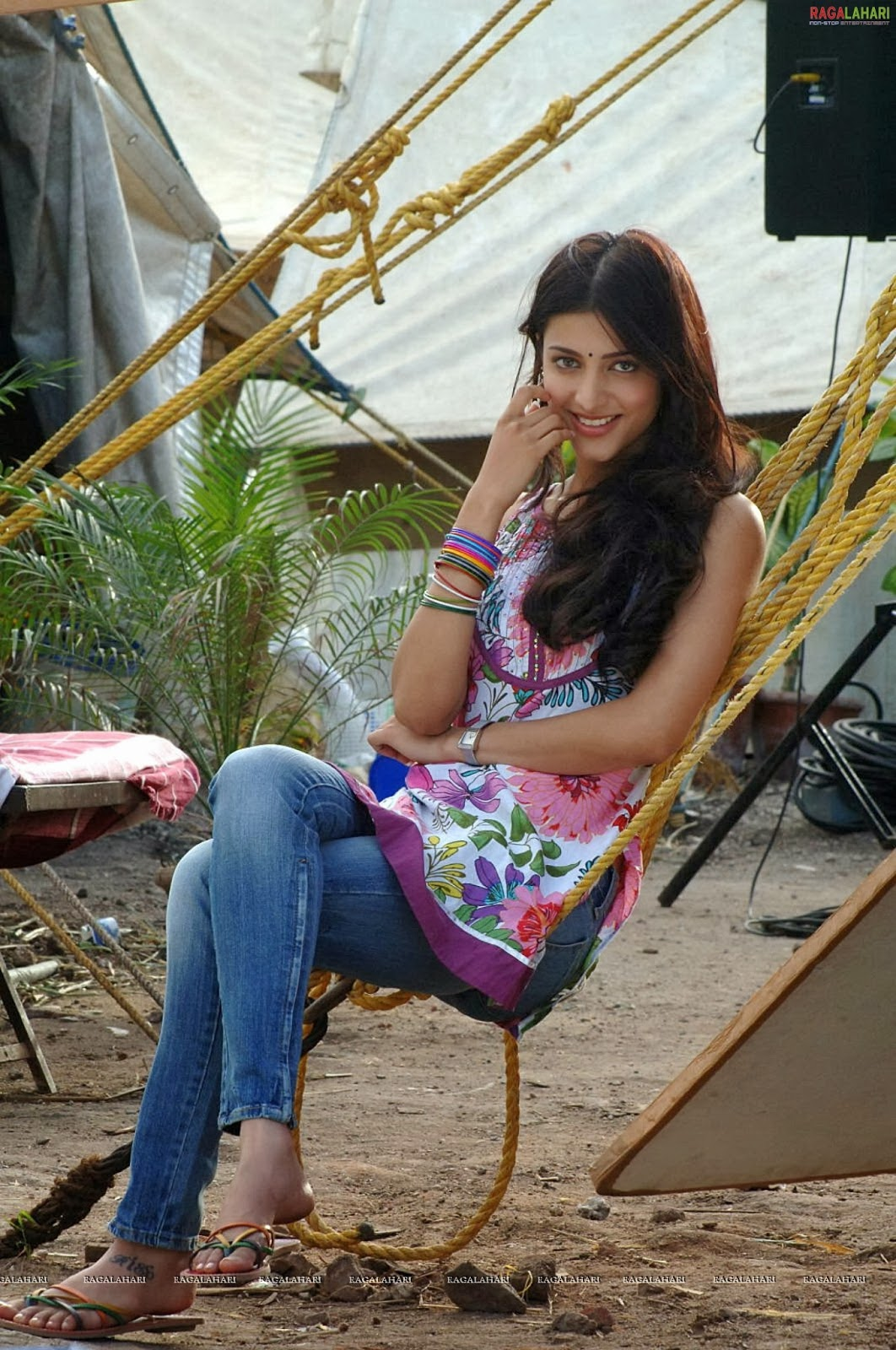 Celebrity Legs And Feets  More Of Shruthi Hassans Hot -2523