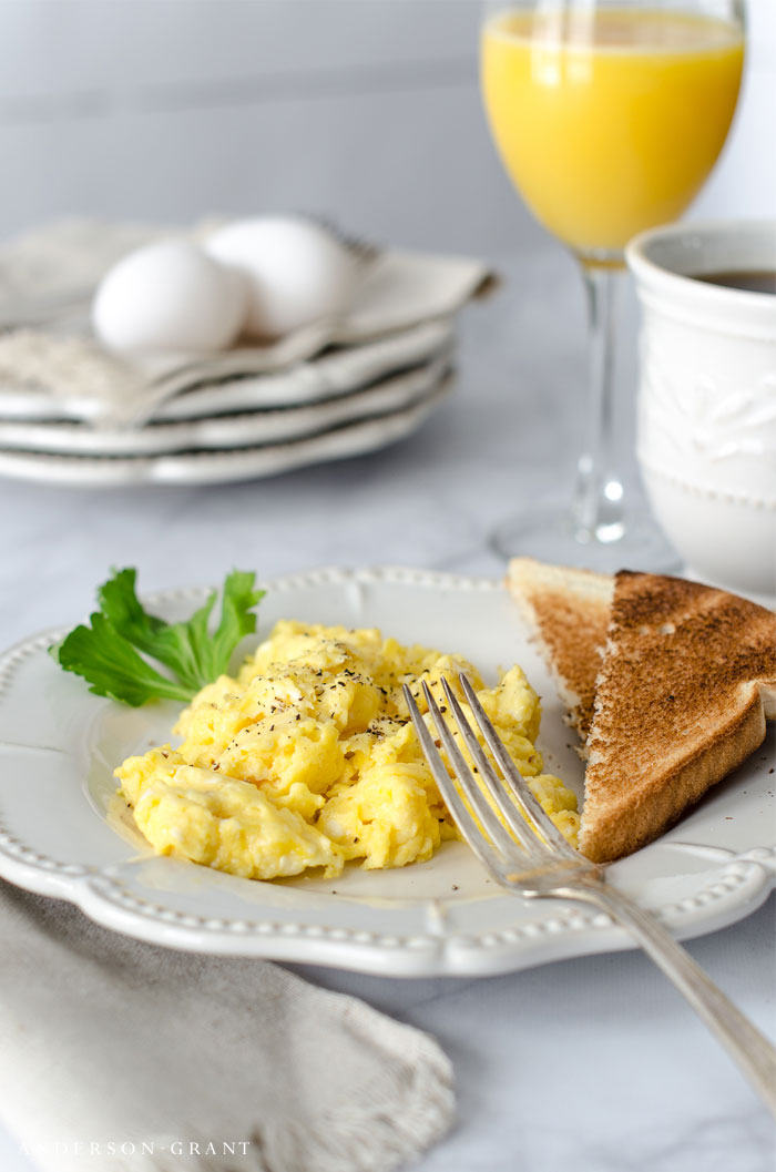 Everything you need to know to make perfect scrambled eggs for breakfast #breakfast #recipes #eggs #scrambledeggs
