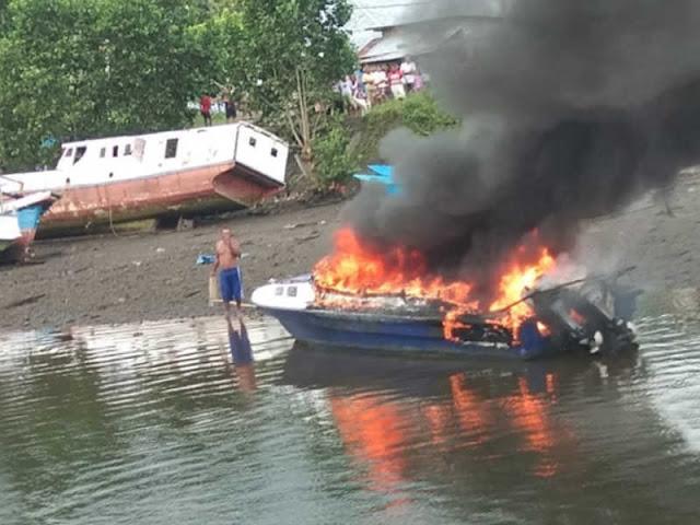 Speedboat Blue Marine Milik  Yusuf Salim Terbakar di Pangkalan Waisai