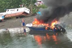 Speedboat Blue Marine Milik Setda Raja Ampat Terbakar di Pangkalan Waisai