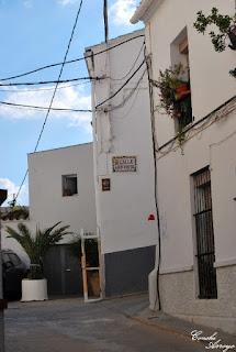 Calle de Luis Vives por la que se accede al Castillo de Buñol