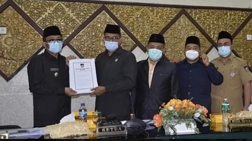 Rapat Paripurna Penyampaian Pandangan Fraksi DPRD Kota Padang Tentang LKPJ Wali Kota Tahun 2020