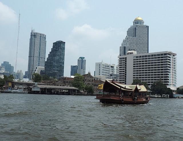 Бангкок, на реке Чао Прайя (Bangkok, on the Chao Phraya river)