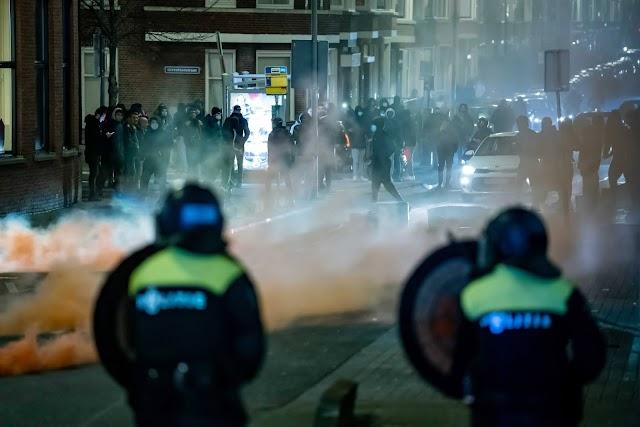"""Hollandia a """"polgárháború szélére sodródott"""", nem állnak le az összecsapások"""
